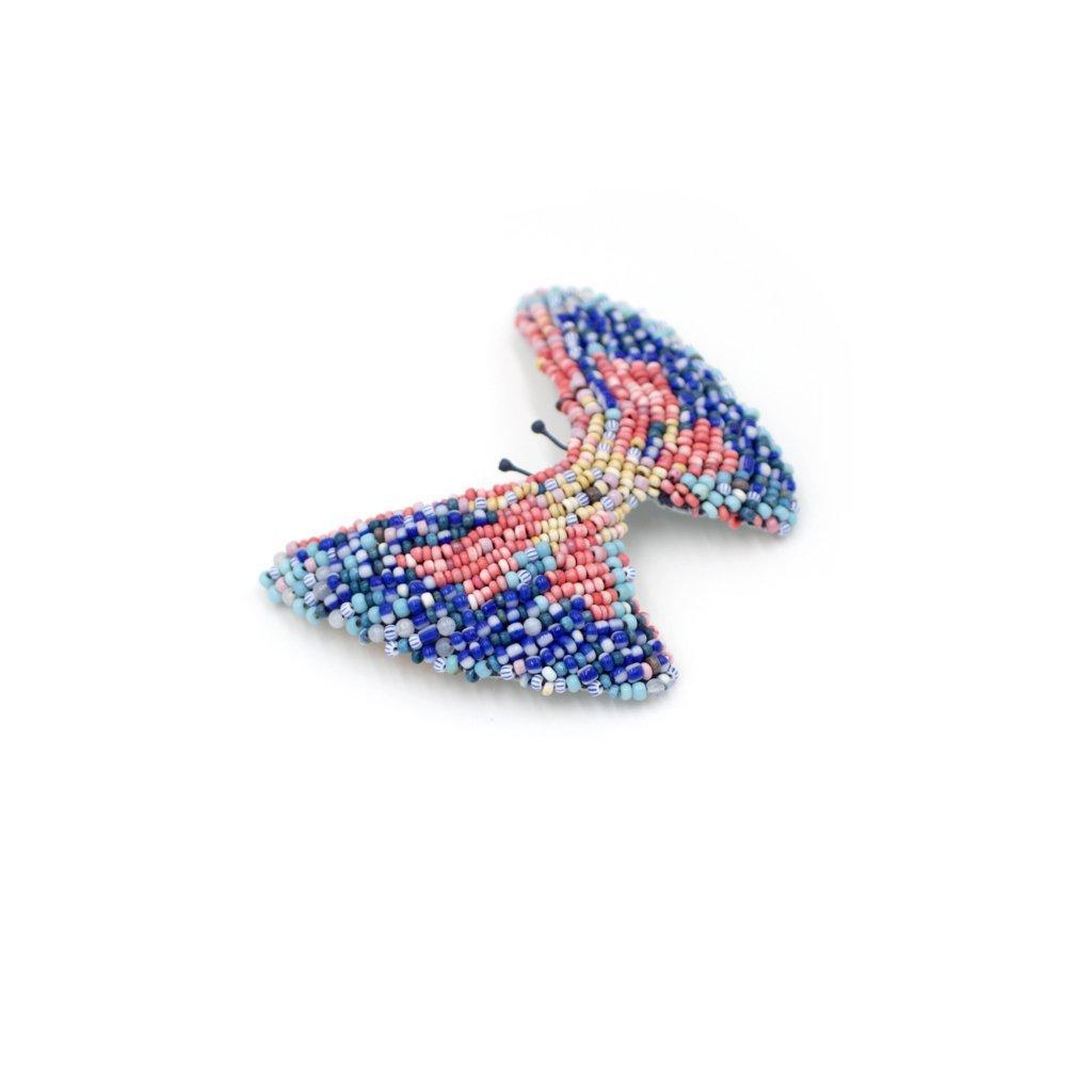 broche papillon brodée de perles bleues, rouges et beiges